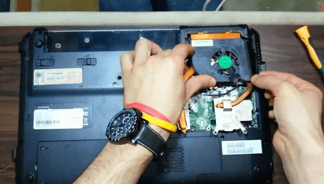 Soğutucu kısmına kolayca ulaşılan bir laptop :)