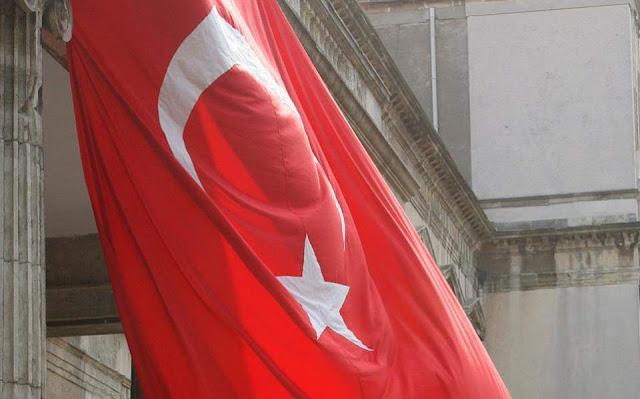 Ακριβαίνουν τα κινητά και το ψωμί στην Τουρκία