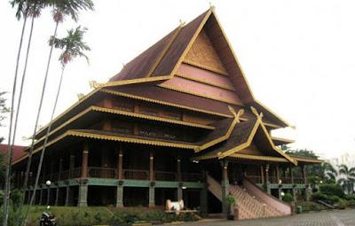 Rumah Adat Riau Beserta Gambarnya ( Rumah Selaso Jatuh Kembar )