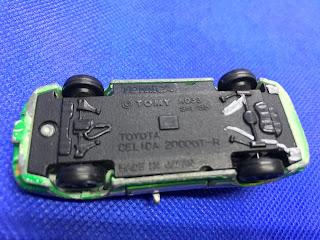 トヨタセリカ2000GT-Rのおんぼろミニカーを底面から撮影