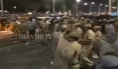 Police lathi-charge against protesters at Marina