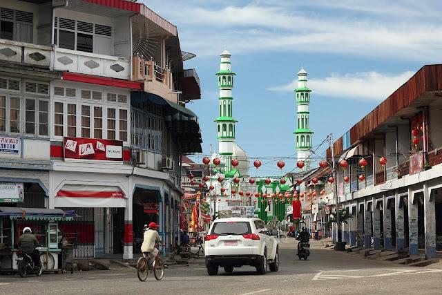 Pesona Masjid Raya Singkawang di Tengah Kota Singkawang