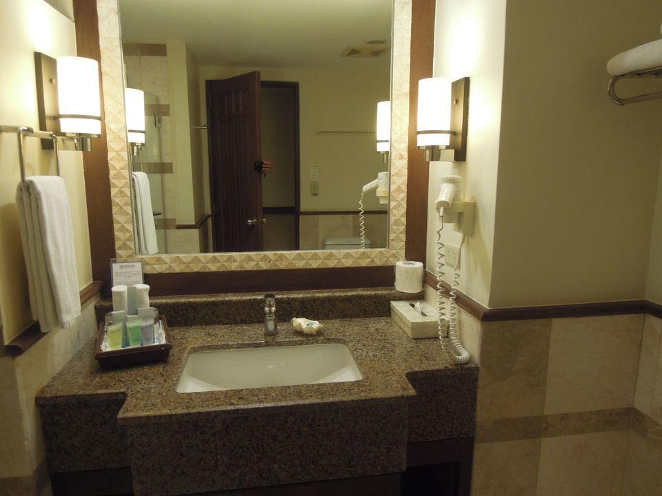 Boracay Regency Hotel (Henann Regency Resort and Spa) bathroom