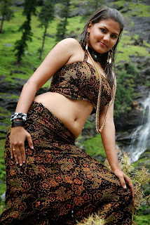 Soundarya bulky Figure Show in Tamil Movie Yarathu