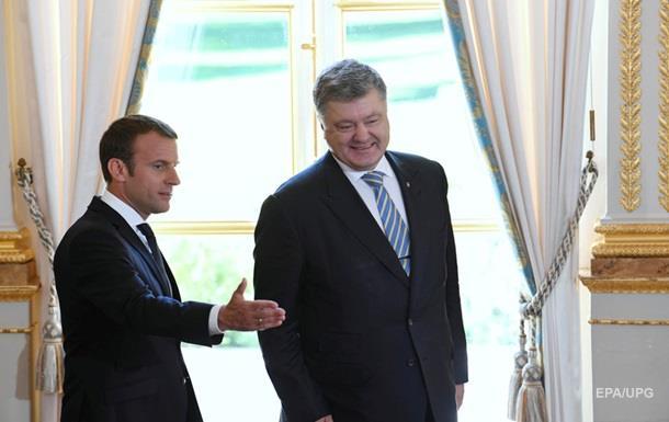 Порошенко попросив Макрона більше тиснути на Росію