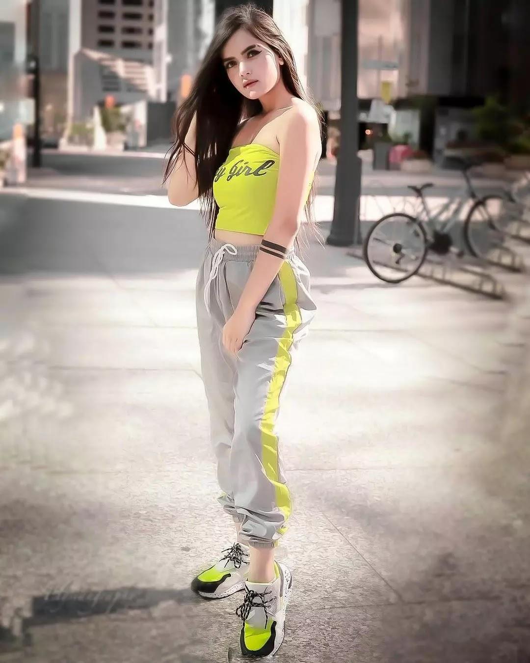 hot neha jethwani photo