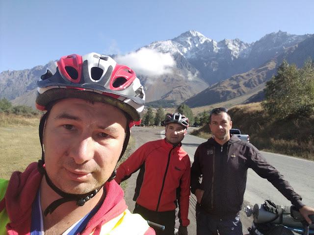 велотуристы в Грузии