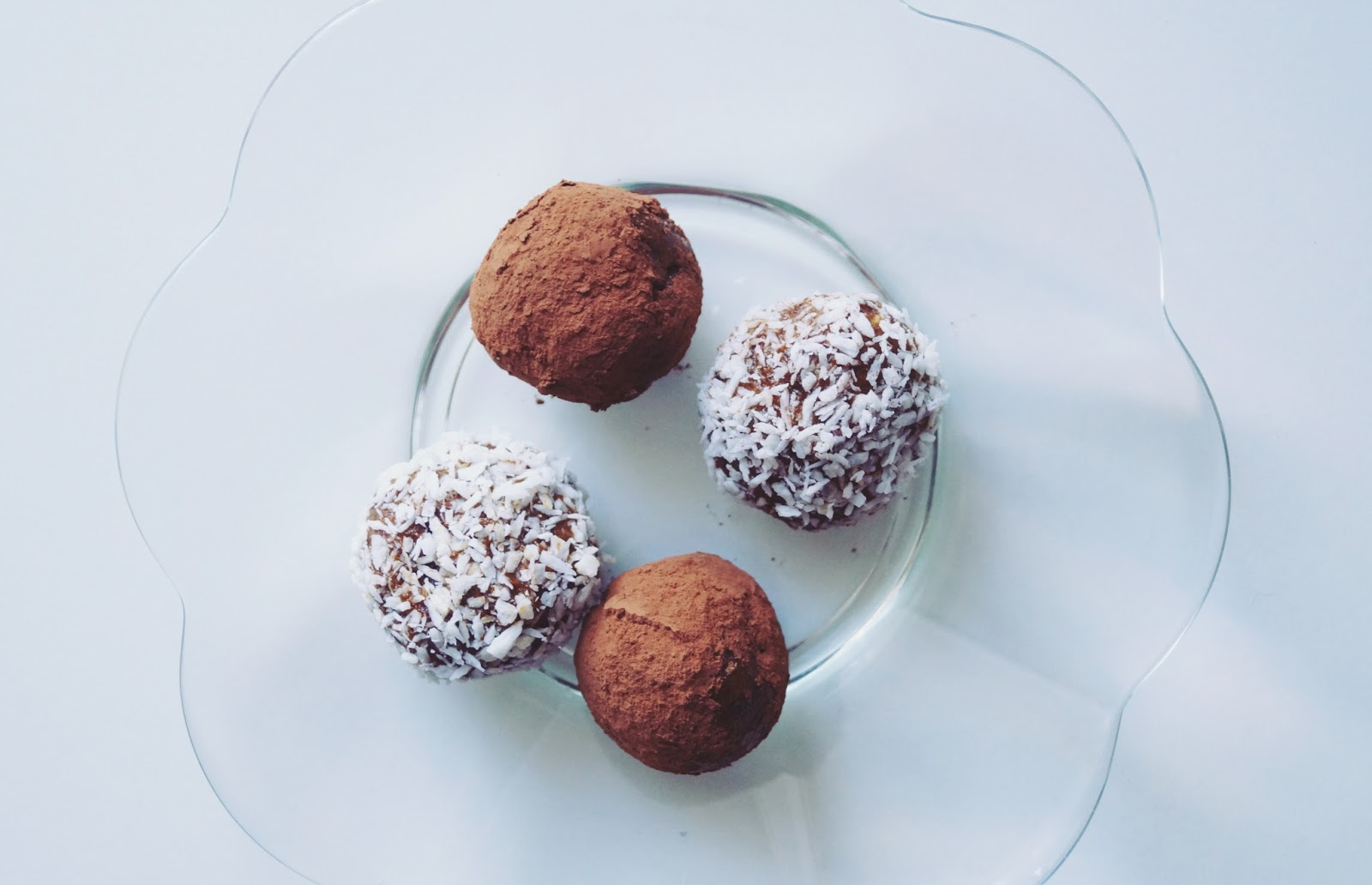 Morelowo - daktylowe kulki mocy - zdrowa alternatywa słodyczy z produktami sklepagnex.pl