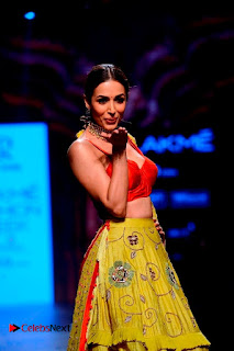 Bollywood Actress Malaika Arora Khan Walks on Ramp at LFW Summer 2017  0016.jpg