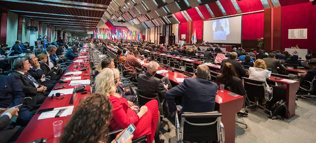 Parlamentarios de todo el mundo reunidos en Belgrado (Serbia) durante la 141ª Asamblea de la Unión Interparlamentaria en octubre de 2019.UIP