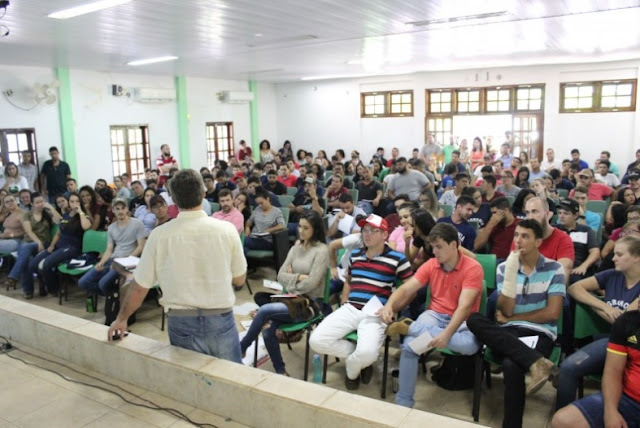 Ricardo Augusto Felício falando na Aprosoja