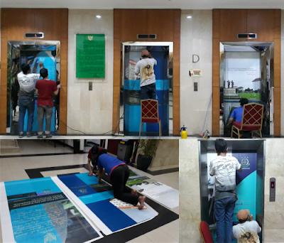 Pemasangan Sticker Printing Indor Di Lift Diklat Kejakasaan RI