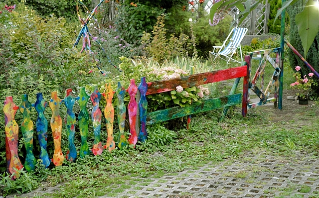 Farbiger Gartenzaun