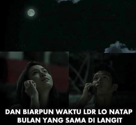 Biarpun waktu LDR lo natap bulan yang sama di langit