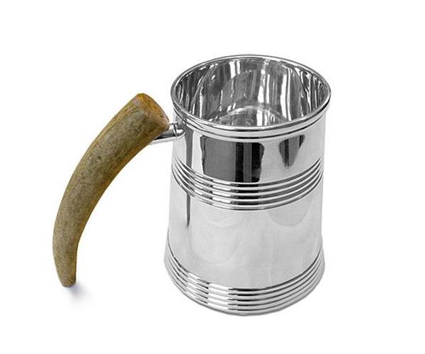 Taza con apariencia de lata de aluminio