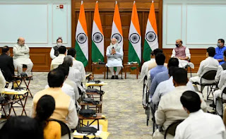 प्रधानमंत्री मोदी ने नए मंत्रियों को दी सलाह, पुराने साथियों का किया जिक्र