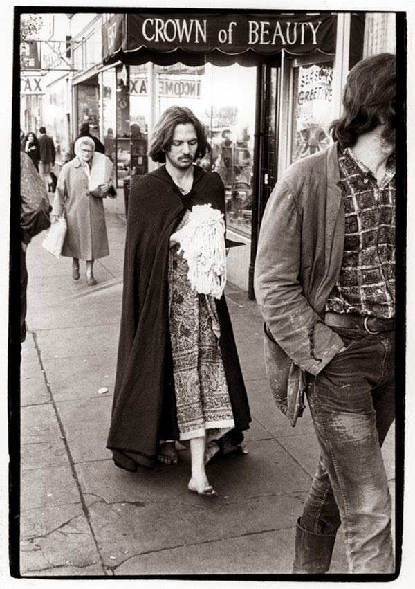 These vintage photographs of san francisco hippies in 1966 for Salon hippie