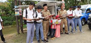 Bupati Lampung Barat , Parosil Mabsus  Serahkan Bantuan Bentor