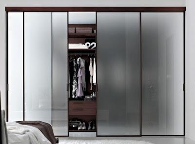 lemari di kamar
