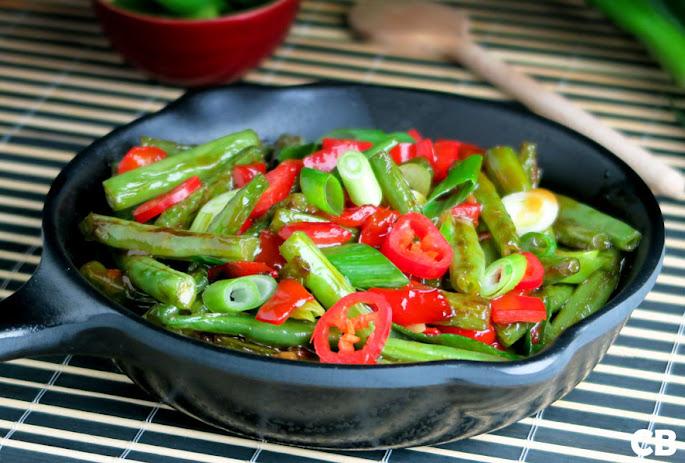 Recept: geroerbakte Aziatische sperzieboontje met rode paprika