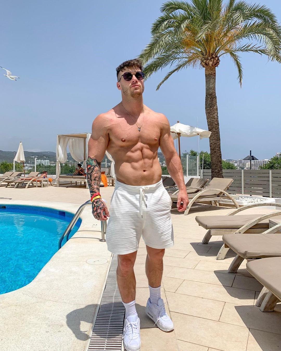 hot-pool-dude-pointy-hard-nipples-arm-tattoo-abs-hunk