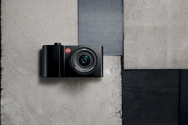 Leica TL2 in black with lens