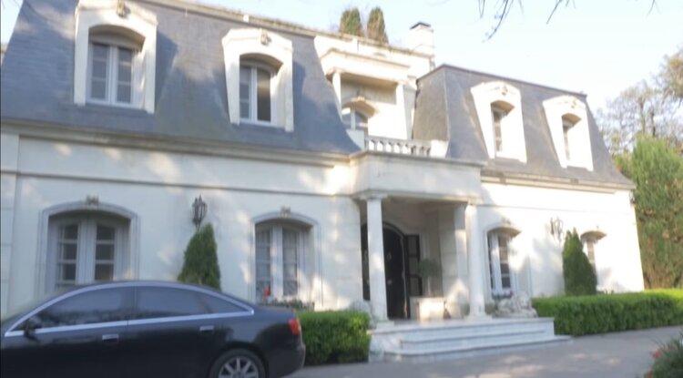 Vero Lozano y su famosa mansión de estilo francés y con vidrios blindados