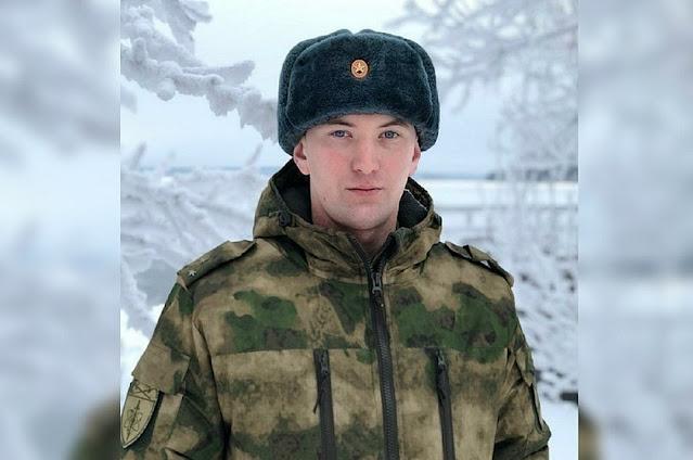 Офицер Росгвардии спас молодую мать с ребенком на трассе под Екатеринбургом, которая попала в сугроб