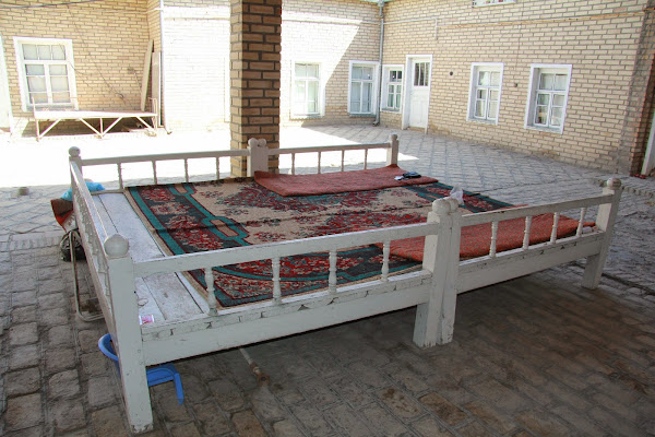 Ouzbékistan, Boukhara, Rushana, rue Khakikat, tapshan, tapchane, © L. Gigout, 2012