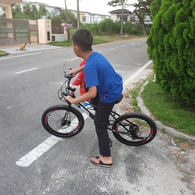 Orang biasa... basikal muda...