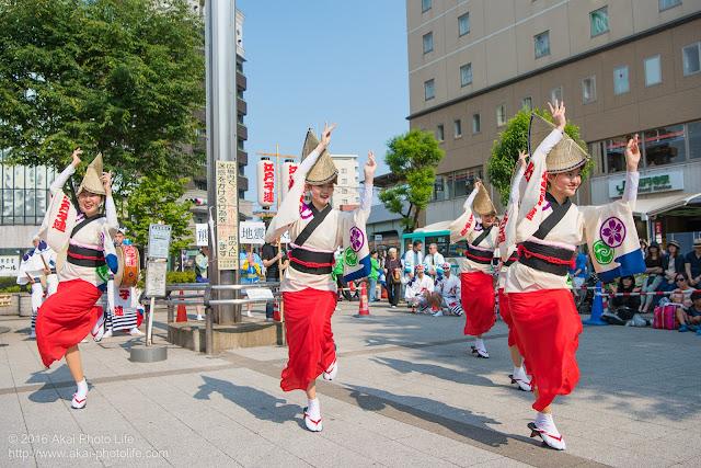 高円寺駅北口広場、江戸っ子連の舞台踊り 2