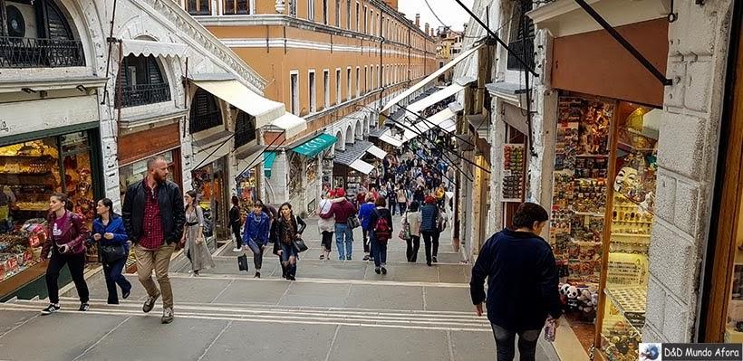 Lojinhas na Ponte Rialto - Diário de Bordo - 1 dia em Veneza