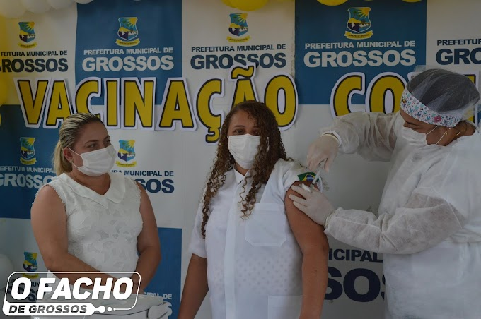 Técnica de Enfermagem e Agente de Saúde são as primeiras pessoas a serem vacinadas contra a Covid-19 em Grossos