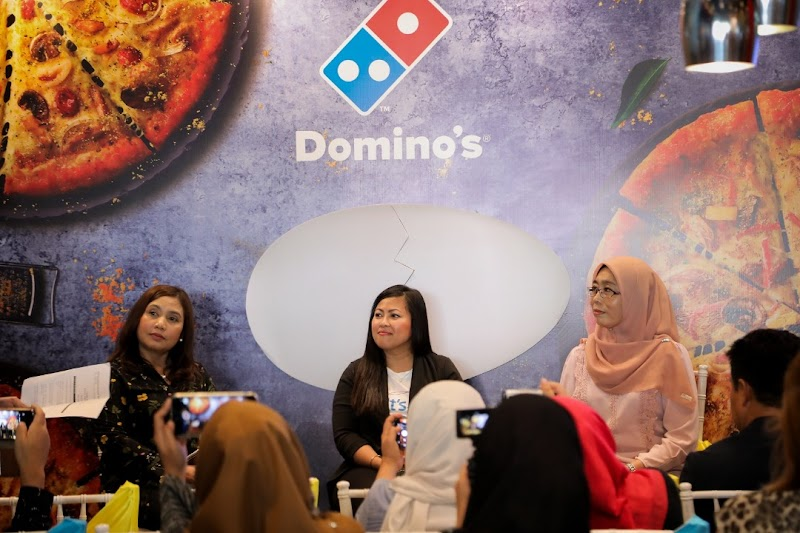 "Domino's Pizza Memperkenalkan Pengalaman   ""EGG-CITING"" bersama ""EGGSTRA SHIOK"" Royale, Salted Egg Pizza yang Baru!"