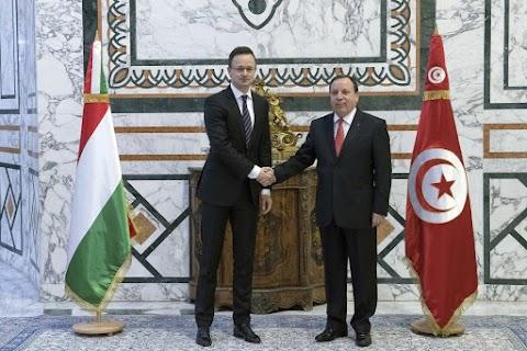 Szijjártó: Magyarország segíti Tunéziát az illegális bevándorlás elleni harcban