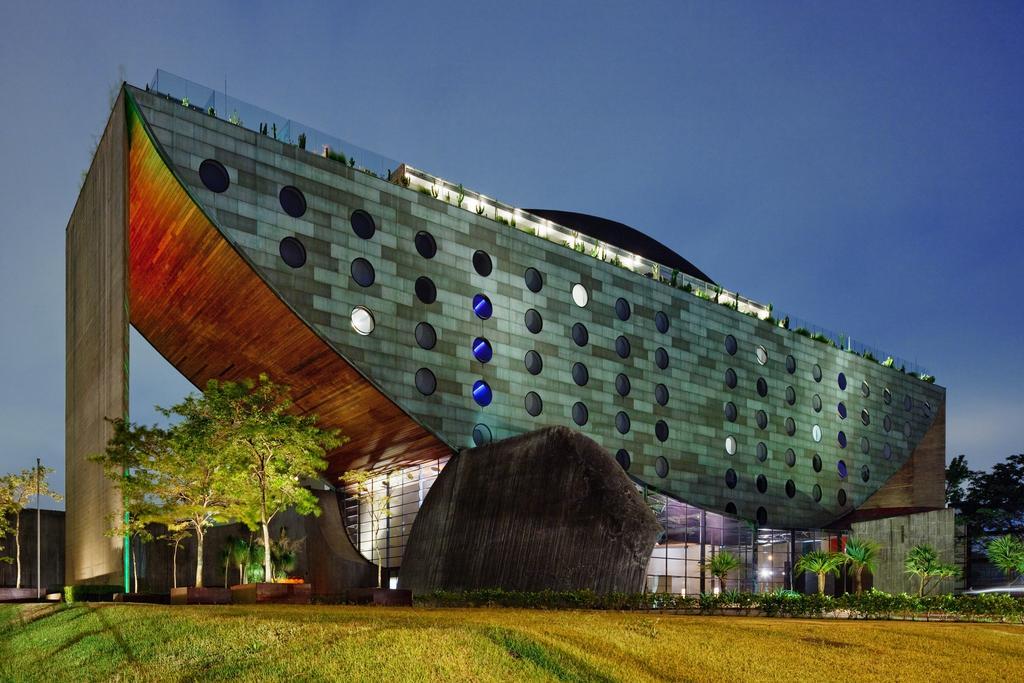 Hotel x design unique casa com moda for Casa moderna kw