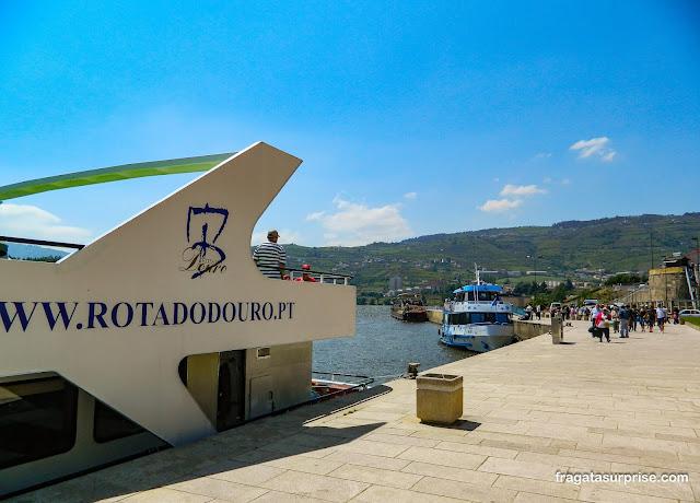Embarque no cais turístico de Peso da Régua para o passeio pelo Rio Douro até Pinhão