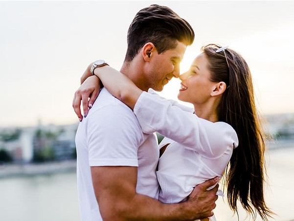 """Eine unterhaltsame und interessante Möglichkeit, Leute zu treffen, zu flirten und ungezwungene Beziehungen und sogar Verabredungen zu finden, ist die Nutzung von Kontaktanzeigen für Erwachsene. Sie werden immer beliebter Orte, an denen Erwachsene plaudern, Spaß haben und sich sogar treffen können. Persönliche Seiten haben es Personen ermöglicht, diese Option zur Verfügung zu haben.    In den letzten Jahren ist eine Vielzahl von Seiten entstanden, um den Wünschen und Wünschen von Männern und Frauen gerecht zu werden, die ein ungezwungenes Dating-Erlebnis wünschen. Wenn Sie dies in Betracht gezogen haben und daran denken, sich einem für diese anzuschließen, sollten Sie sich Zeit nehmen, um über einige Details nachzudenken, die Ihnen helfen sollen, das Beste aus ihnen herauszuholen.    Die meisten """"Sex Date Seiten"""" Seiten für Erwachsene, insbesondere mit den Worten """"sex"""" oder """"frech"""", haben mehr männliche als weibliche Mitglieder. Dies ist keine Überraschung, aber etwas zu beachten. An vielen Orten werden Paare beteiligt sein, die am Swingen interessiert sind oder an einer Gruppenaktivität teilnehmen möchten. Wenn das nicht so klingt, wie Sie es möchten, sollten Sie bereit sein, den Leuten das zu sagen, sobald Sie beitreten."""