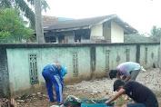 Dalam Rangka Sambut Hari Raya Idul Fitri 1442 H, Babinsa Desa Sukajadi Lakukan Gotong Royong Bersama Masyarakat.