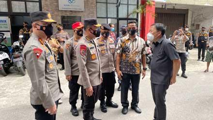 Kapolda Sumbar Dampingi Irwasum Polri Tinjau Vaksinasi di HTT Padang
