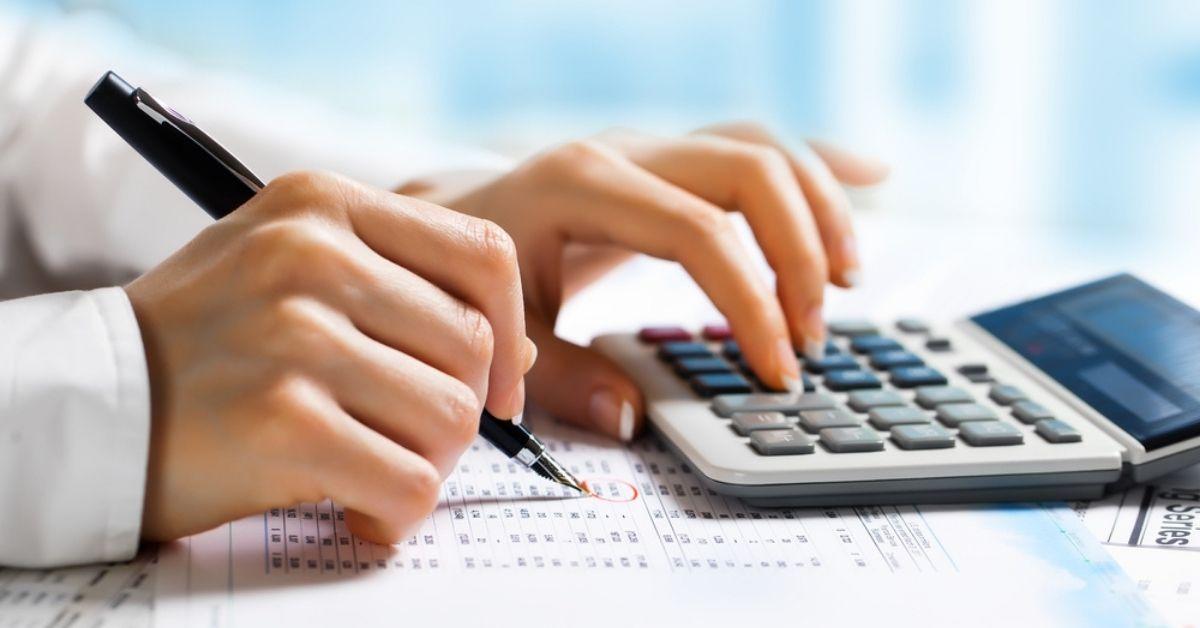 مقارنة بين مجالات عمل إدارة الأعمال والمحاسبة