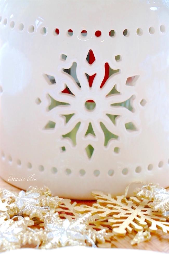 white-ceramic-snowflake-lantern-vase