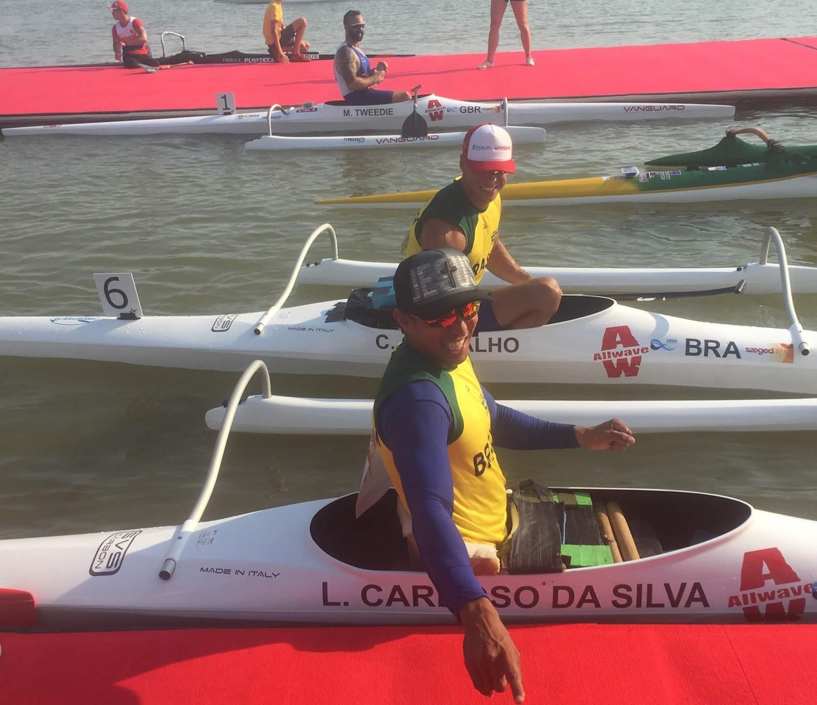 Caio Ribeiro e Luis Cardoso da Silva em barcos