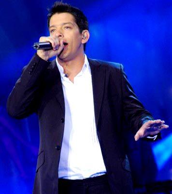 Foto de Yahir en el escenario