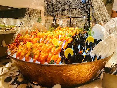 Hilton Kota Kinabalu Presents Weekend Seafood Buffet at Urban Kitchen