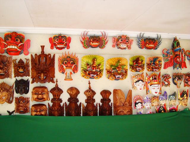 Изображение индонезийских масок, остров Бали