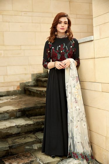 Zara Noor Abbas Pristine Pictures from New Photo Shoot