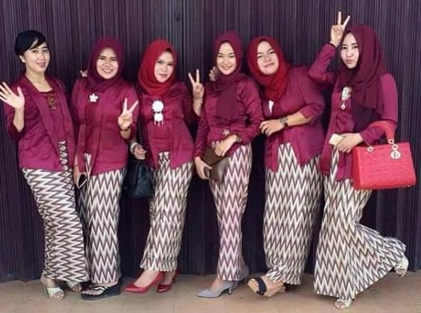 Trend Baju Muslim Kebaya Modern Kombinasi Batik untuk Seragam Resepsi ...