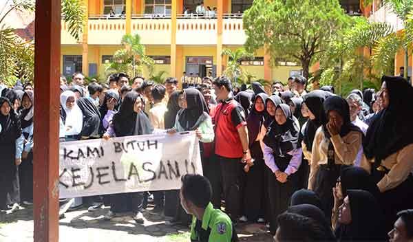 siswa smkn 1 lemahabang protes pungutan seklolah