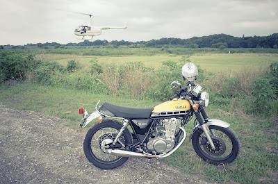 ヘリコプターとYAMAHA SR400